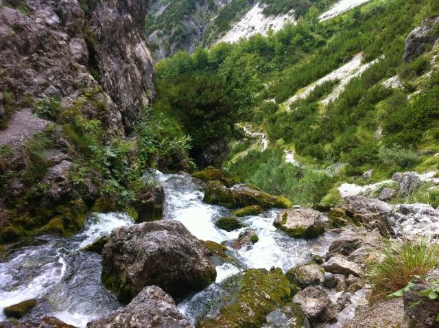Am Wasserfall unterhalb des Birnbachlochs