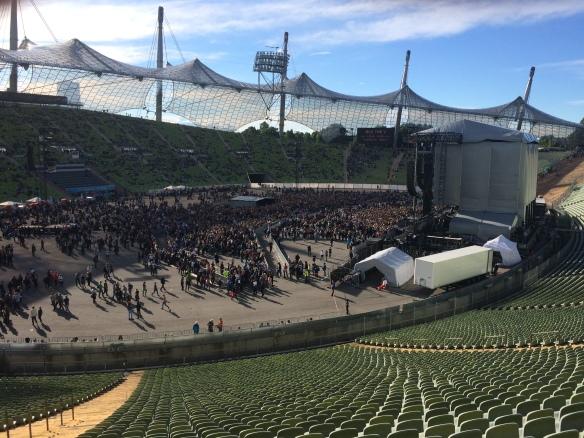 Das Stadion füllt sich langsam